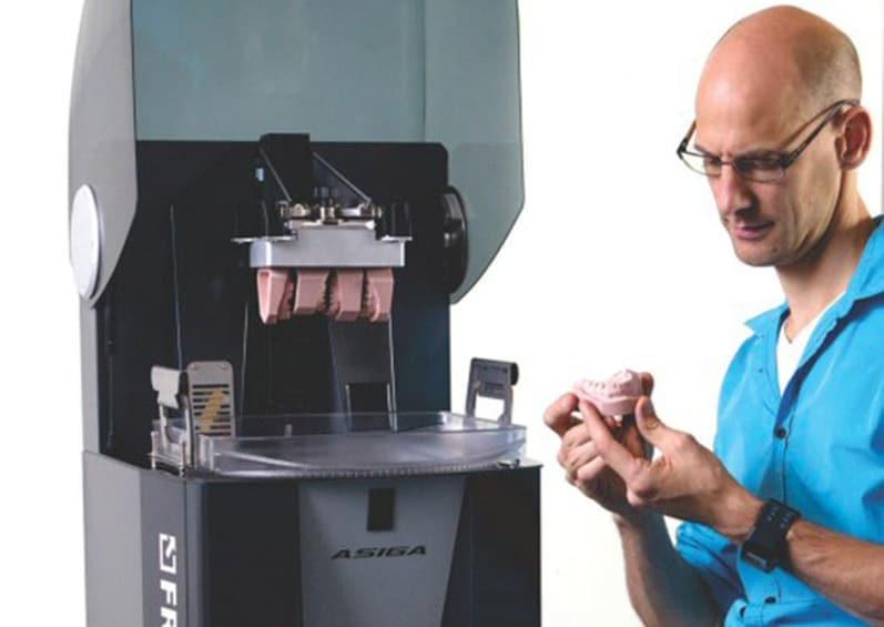 Une dent restaurée grâce à l'imprimante 3D
