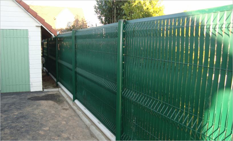 Délimiter sa propriété à l'aide d'une clôture rigide