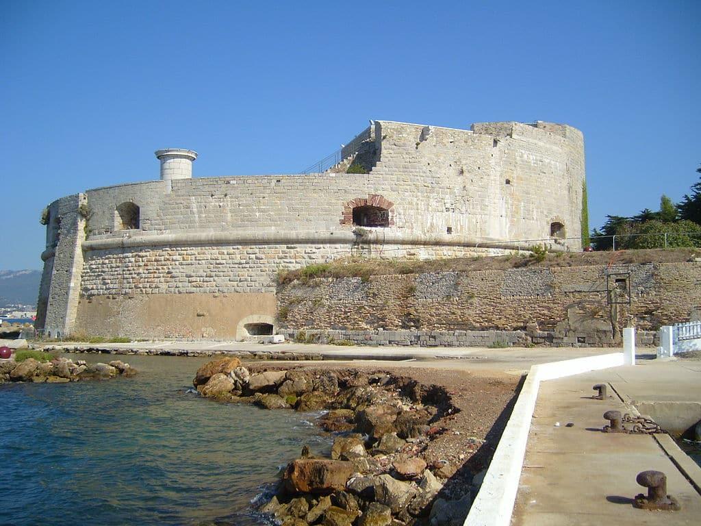 Voyage sur mesure : découvrir Toulon à travers ses monuments