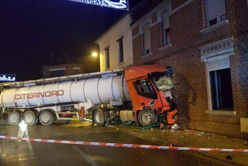 Un camion-citerne répand par accident 150 litres de fioul sur la chaussée